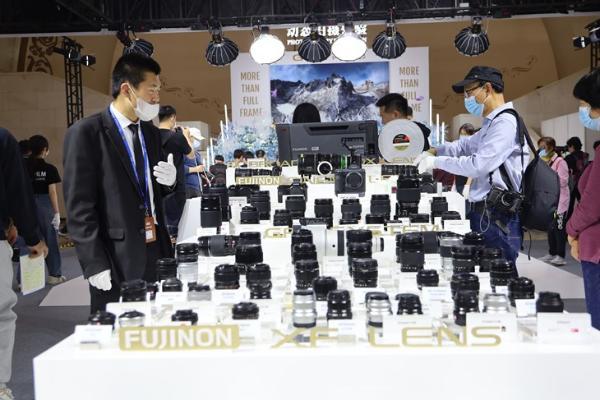 P&E2019:富士展台小巧的1亿像素GFX100S中画幅无反随意