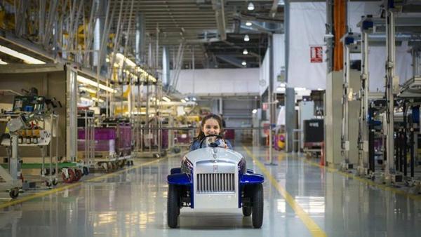 劳斯莱斯也开始造电动车?首款车型的意义原来这么伟大