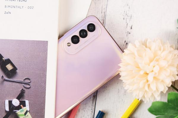 高屏占比的时尚手机 荣耀X20 SE评测
