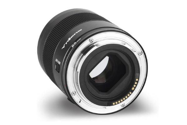 小巧体型价格便宜 永诺发布RF卡口85mm F1.8镜头