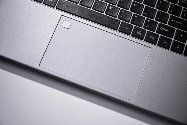 长续航轻办公 攀升MaxBook P2轻薄本评测