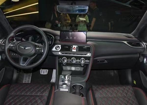 2021成都车展:捷尼赛思G70正式亮相