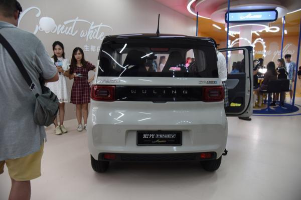 宏光MINIEV马卡龙秋色版正式上市 2款车型 售价3.76万元起