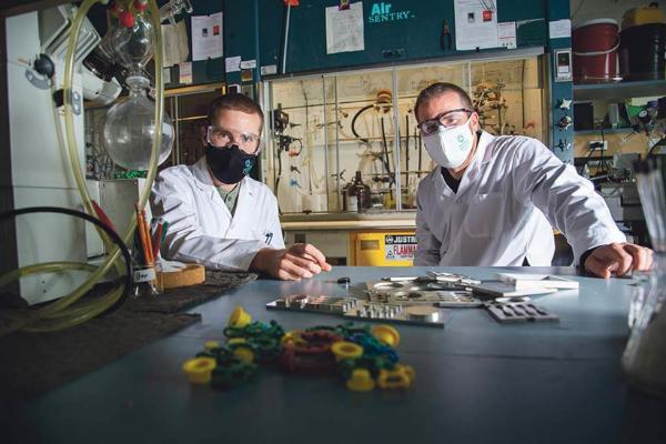 维多利亚大学研更强更轻材料 可分散冲击力、提高汽车燃油经济性