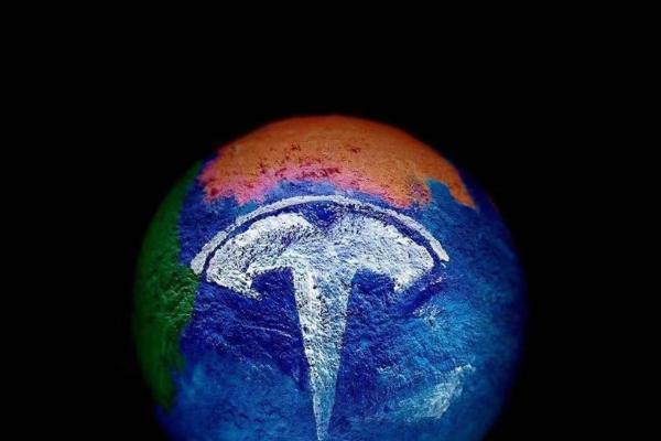 """特斯拉副总裁陶琳:在产品设计上,智能汽车越""""傻瓜""""越好"""