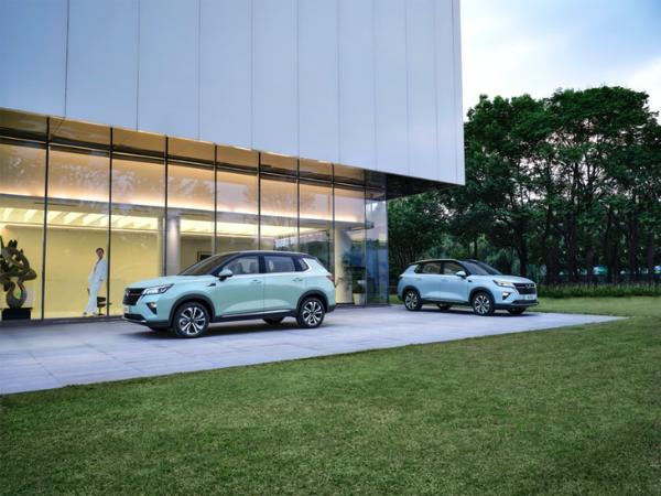 周迅正式成为五菱全球代言人 首款银标SUV即将登场