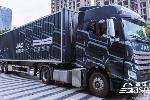 宏景智驾重磅发布全新一代L3自动驾驶重卡