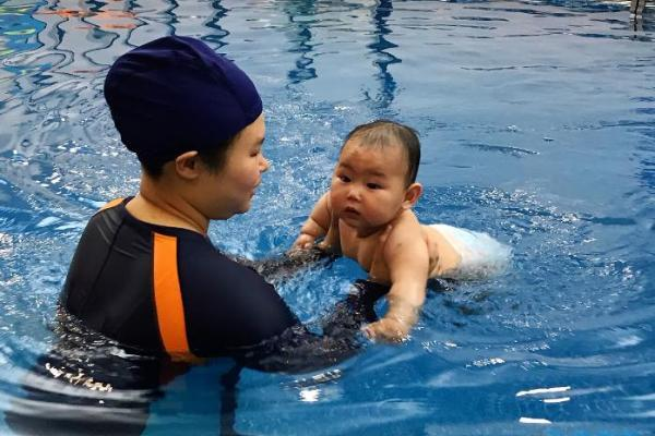 """教育上""""双减"""",孩子游泳锻炼就更应该加强"""