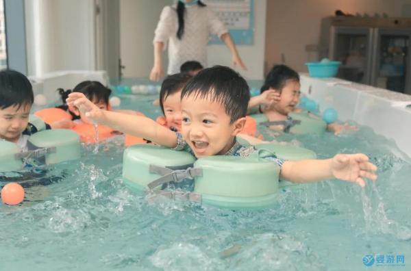 婴幼儿游泳必须去专业婴儿游泳馆