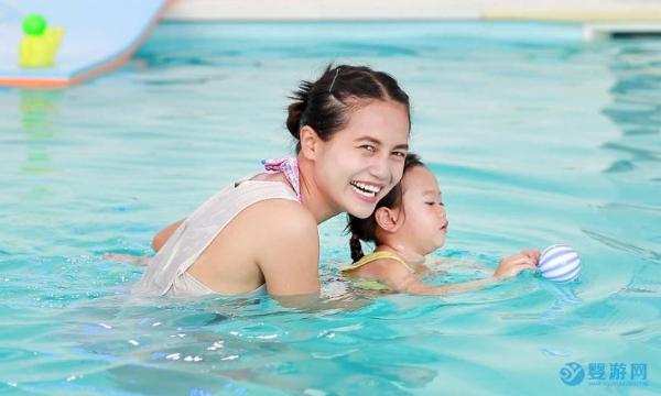 带宝宝游泳这五项注意事项