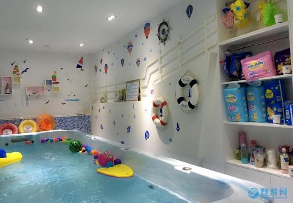 宝宝在家洗澡麻感冒不如去婴儿游泳馆