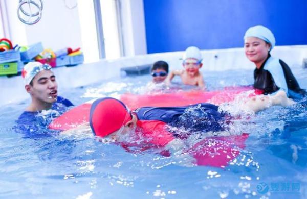 婴幼儿游泳助于锻炼宝宝的意志
