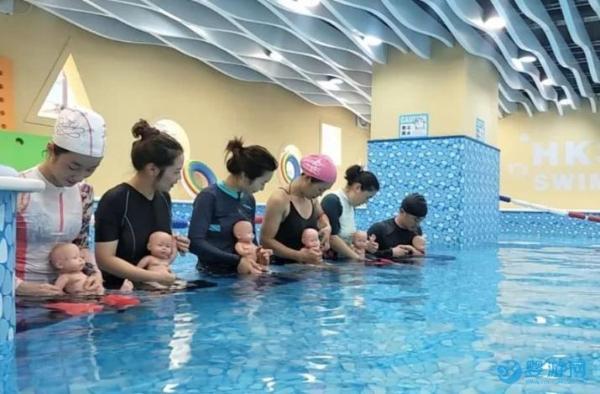 传统婴儿游泳和水育早教有什么区别