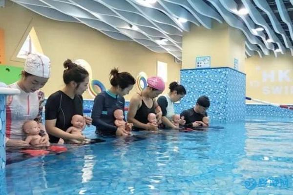 传统婴儿游泳和水育早教有什么区别,一起来看看吧