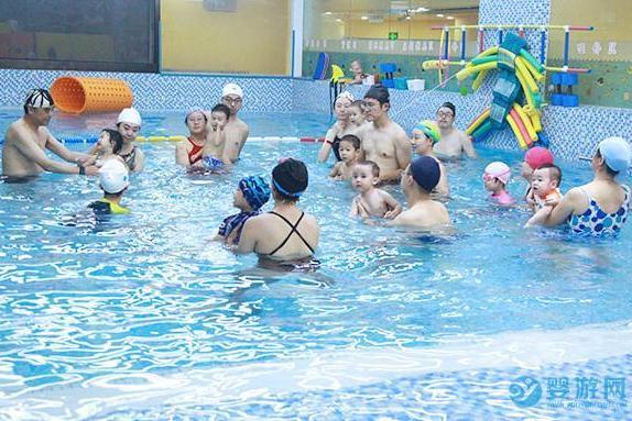 别只把游泳当作玩乐,对宝宝成长好多