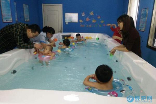 为什么天凉了带宝宝去游泳馆的家长却增多了