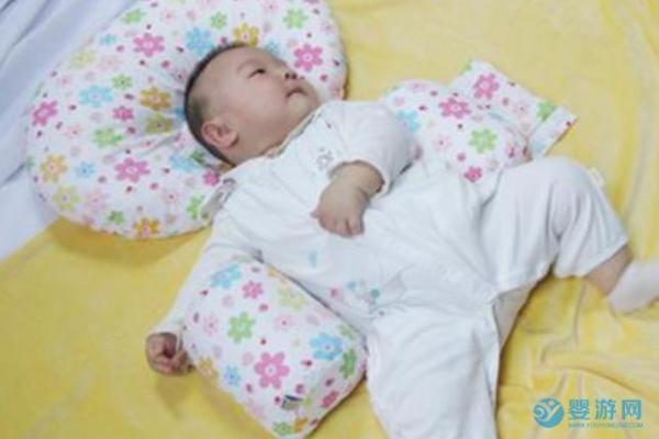 脖圈、葡萄糖水、睡头型枕对宝宝很危险,怎么解决