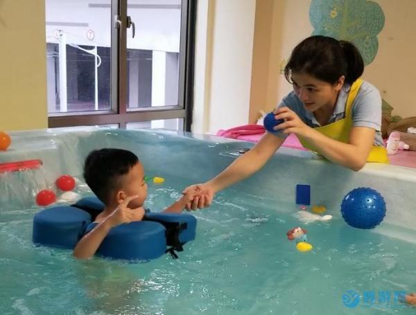 经常游泳的孩子心理更健康
