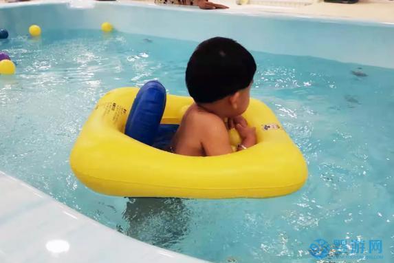 爱婴室育婴专家讲述宝宝游泳到底好不好