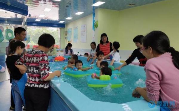 婴幼儿游泳改善宝宝的体质