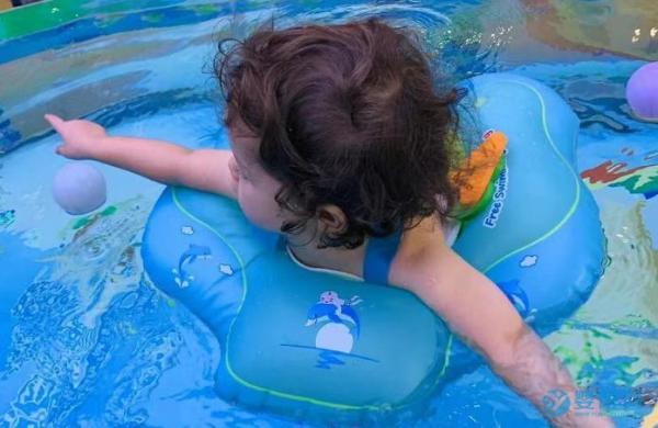 为什么婴儿游泳一定要坚持