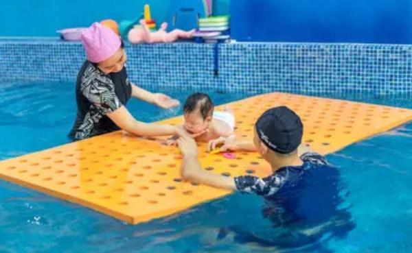 婴儿游泳亲子游泳成为创业新赛道