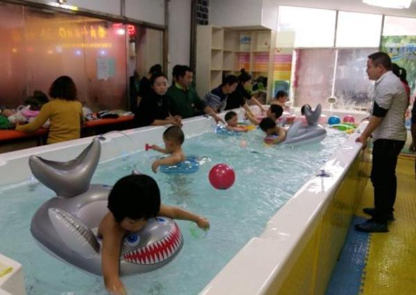 宝宝游泳一年花费成千上万值吗