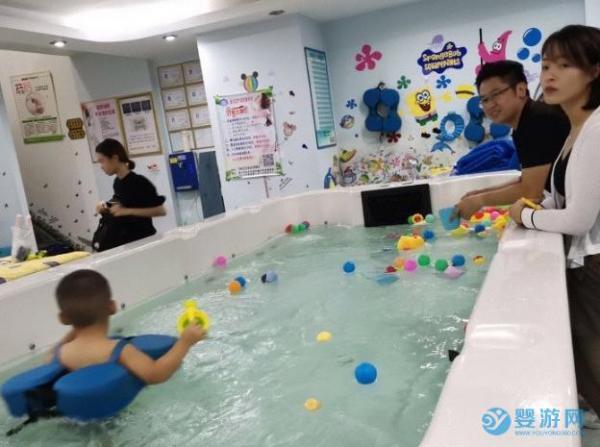 带宝宝游泳的好处有哪些