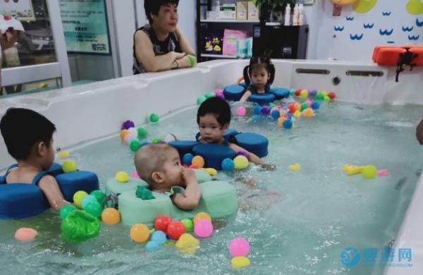 宝宝游泳的好处有哪些
