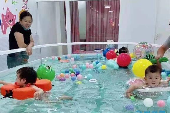 记好宝宝游泳的这四个时间点,让你更轻松