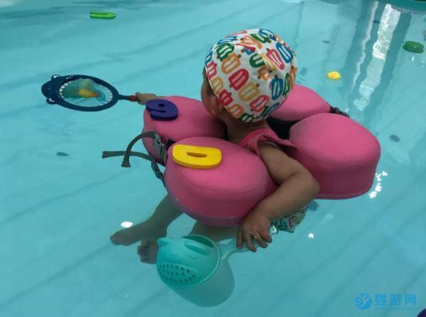 婴儿游泳馆专业性更好