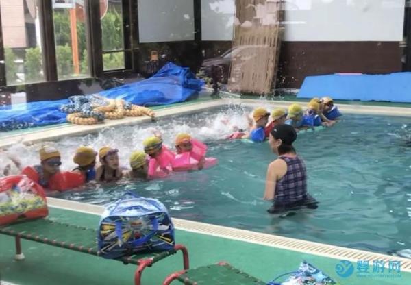 日本幼儿园是怎么培养孩子学游泳的吗
