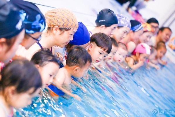 为什么说秋天是婴幼儿游泳的黄金季节