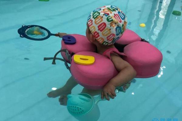 秋冬季不能让宝宝在家洗澡、游泳的三个理由