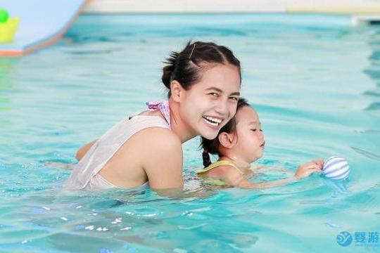 带宝宝游泳这五项注意事项不能忽视哦