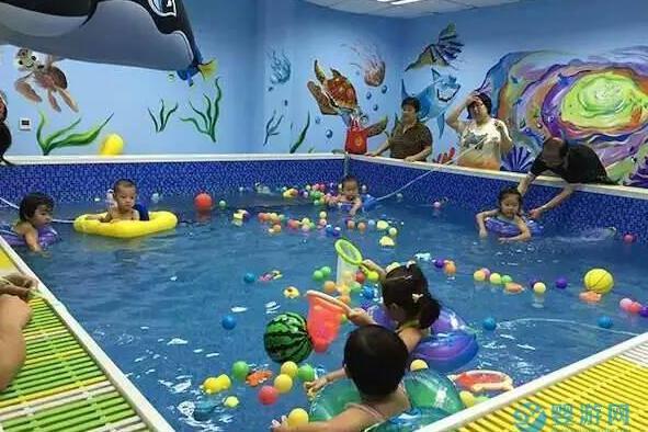一篇文章让你了解婴儿游泳的好处、准备、注意事项等