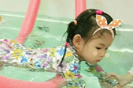 宝宝害怕下水游泳怎么办?这么解决最有效