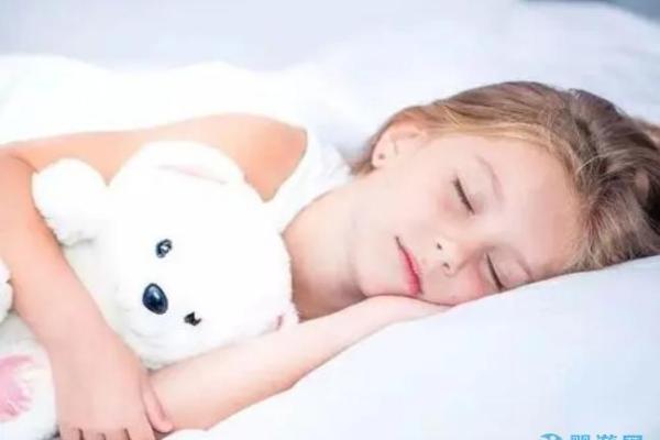 关于宝宝睡觉的时间和注意事项,这些你得了解