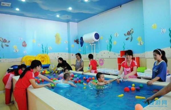 婴儿游泳让宝宝食欲好、消化好