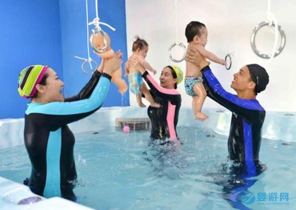 婴儿游泳水育早教有助于孩子全面发育