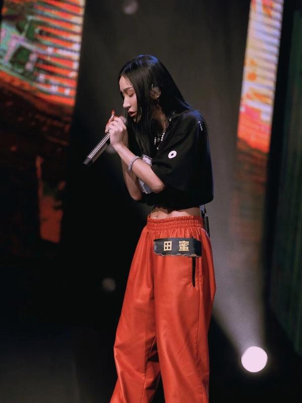 芒果TV《说唱听我的2》歌手田蜜新单曲《溺水者》上线 新声代黑马嗓音扣人心弦