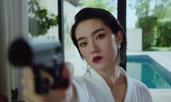 洪爽《火线突围》今日上映 饰性感酷飒女保镖