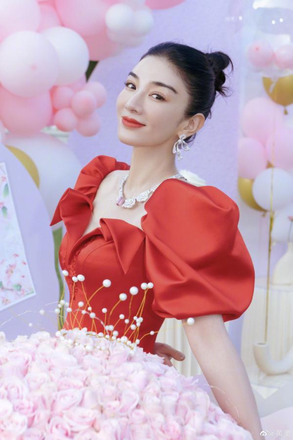 黄奕分享44岁庆生照 和女儿铛铛同穿红色长裙状态超好_久之资讯_久之网
