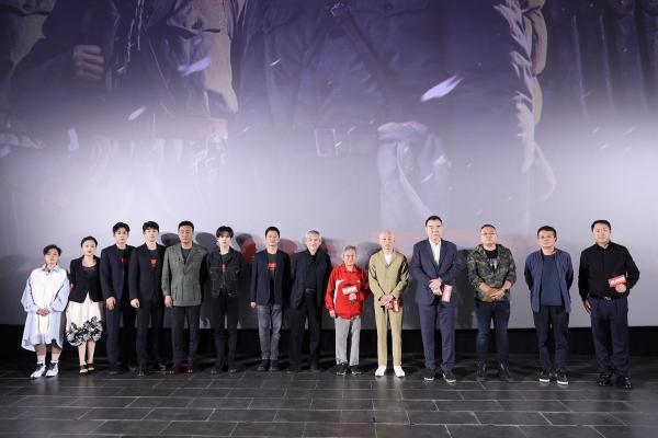"""《长津湖》北京首映获赞""""奇迹"""" 宋时轮之女宋崇实:拍出了钢少气多的气概!"""