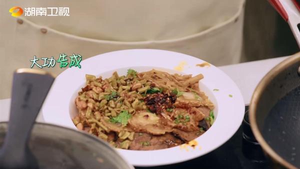 《中餐厅5》收视第一再创佳绩 桂林米粉复杂工序获全网关注