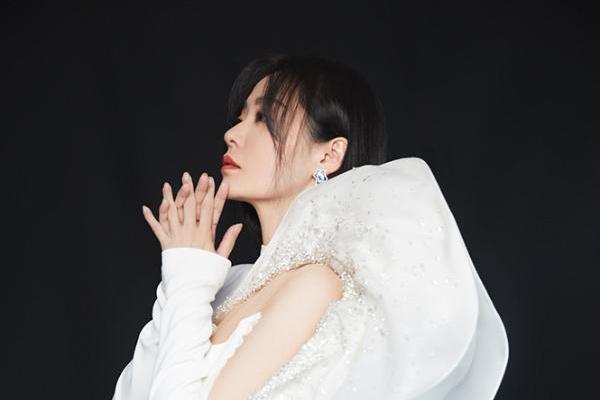 张靓颖献唱《最可爱的人》 团圆之际铭记英雄