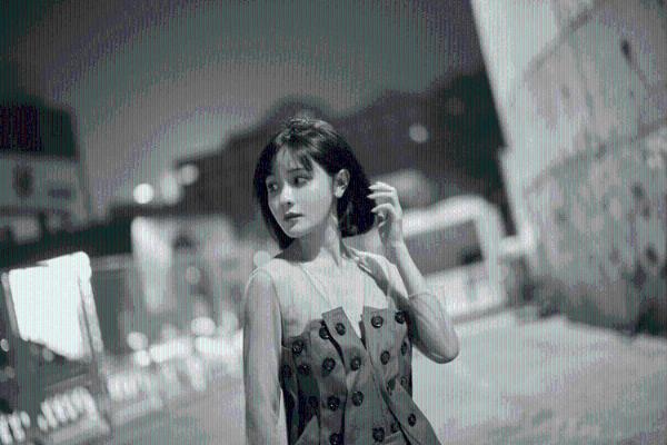 艾如亮相2022春夏中国国际时装周 摩登穿搭尽显时尚个性