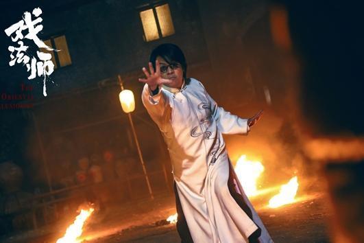 电影《戏法师》定档10月14日 尹天照张春仲幻术斗法高能对决