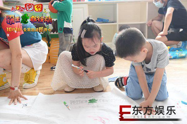 小小图图 拥抱快乐《大耳朵图图之霸王龙在行动》10.1三代齐欢笑