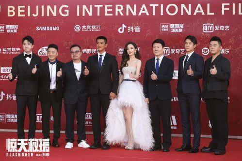 电影《惊天救援》发布新海报 亮相第11届北京国际电影节